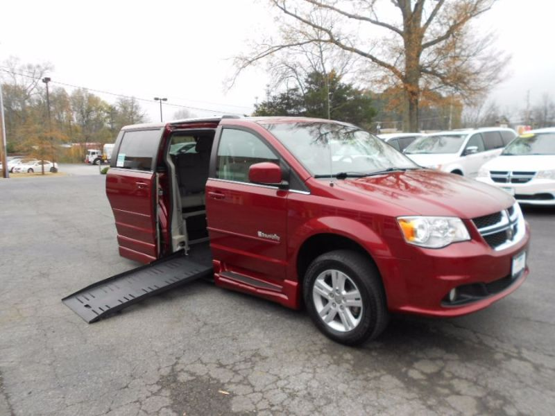 Dodge Grand Caravan - Side Entry - View 3