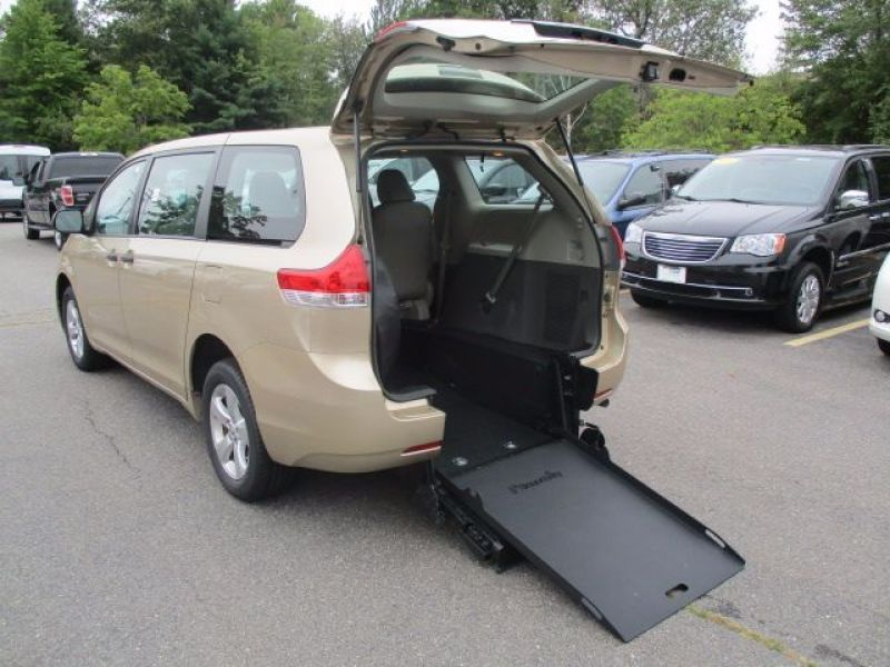 Toyota Sienna - Rear Entry - View 1