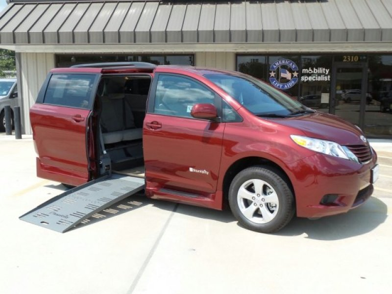 Toyota Sienna - Side Entry - View 3