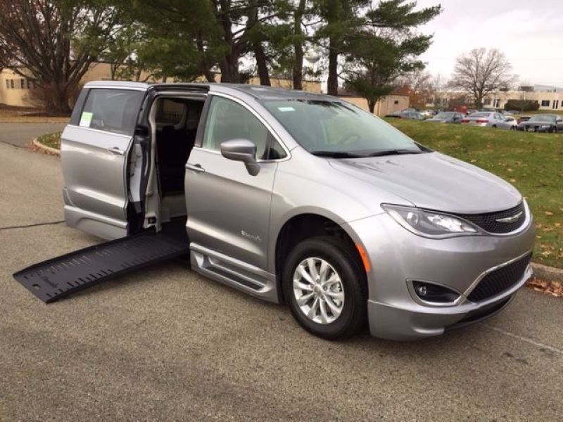 Chrysler Pacifica - Side Entry - View 3